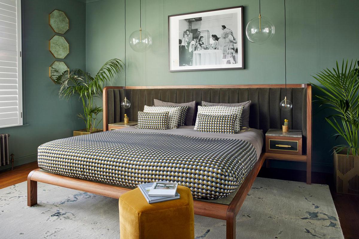 Спальня в зелёных цветах